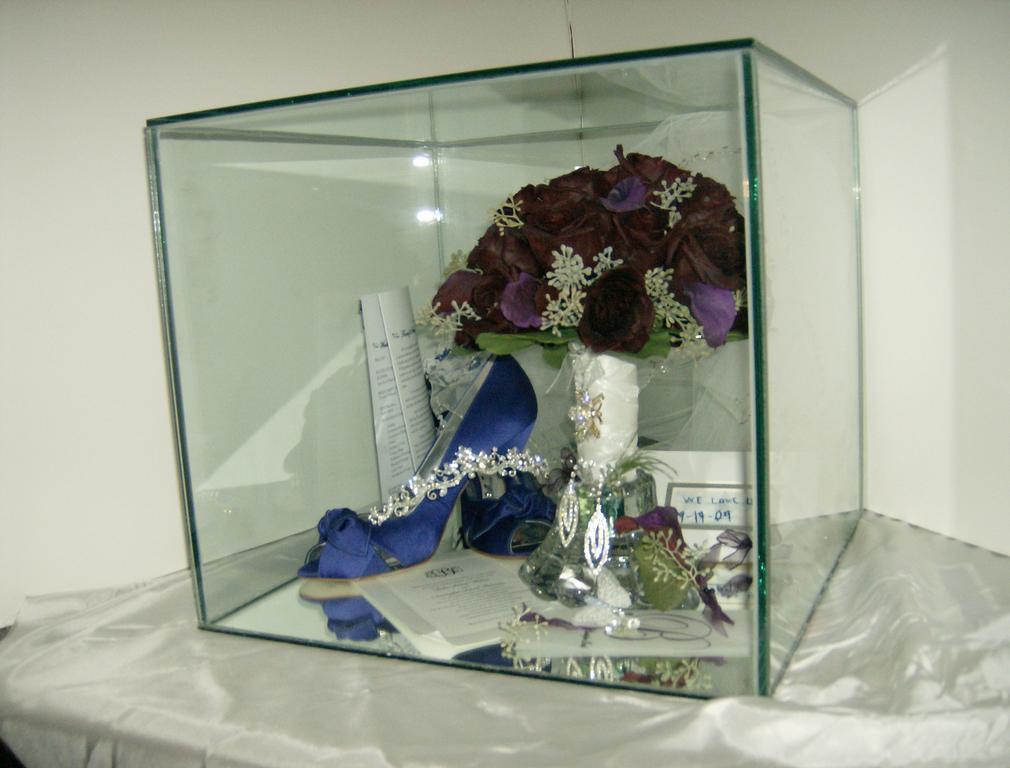 Bridal Bouquet Keepsake Box: Wedding shadow box. Best ideas about ...