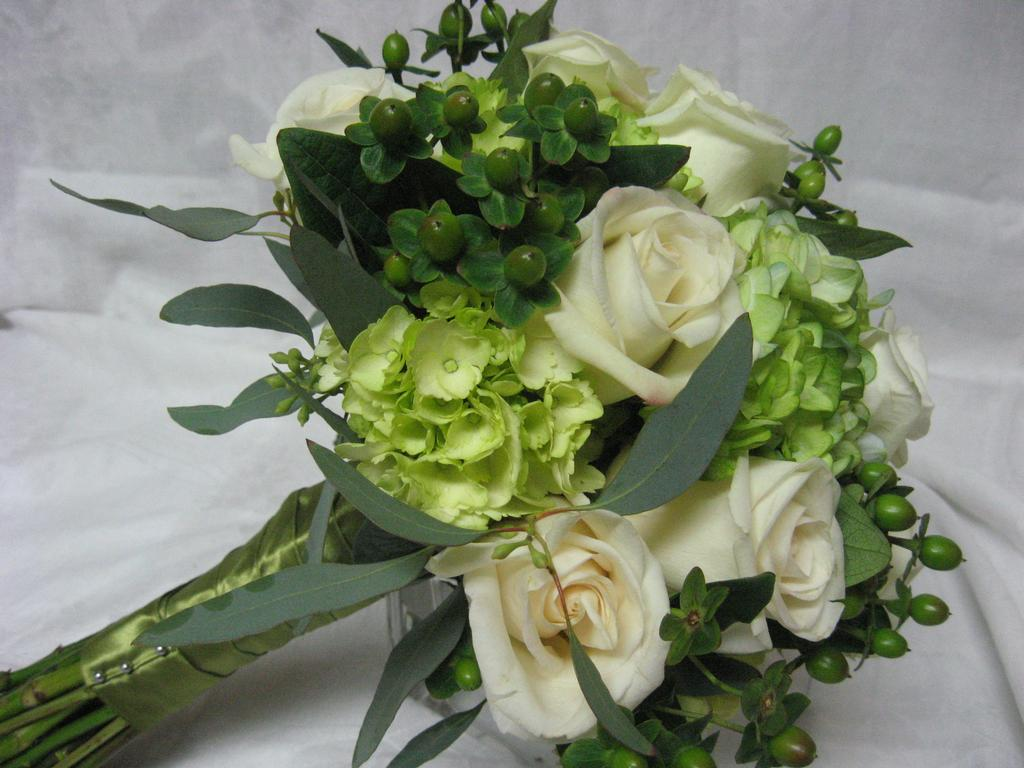 green wedding bouquet from the garden path flower shop in mcminnville or 97128. Black Bedroom Furniture Sets. Home Design Ideas