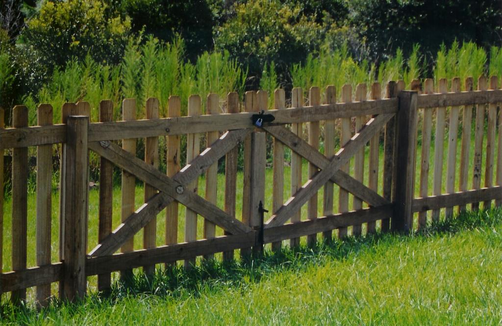 how to make a picket fence gate