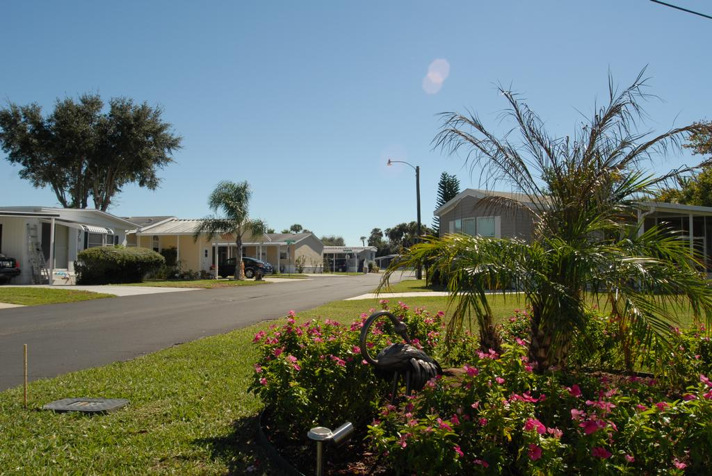 street view of neighborhood and mobile homes at maplewood ...