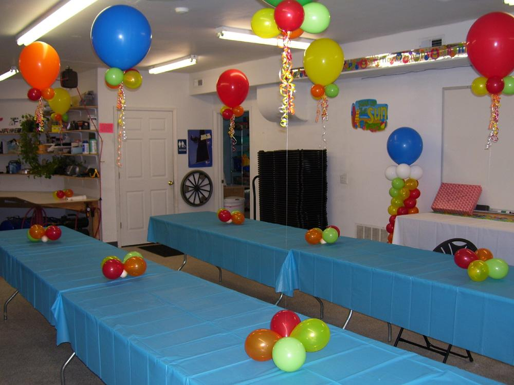 Birthday party balloon decorat from celebrate the day in for Balloon decoration for birthday party