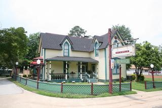 Carson House Inn & Grille - Pittsburg, TX