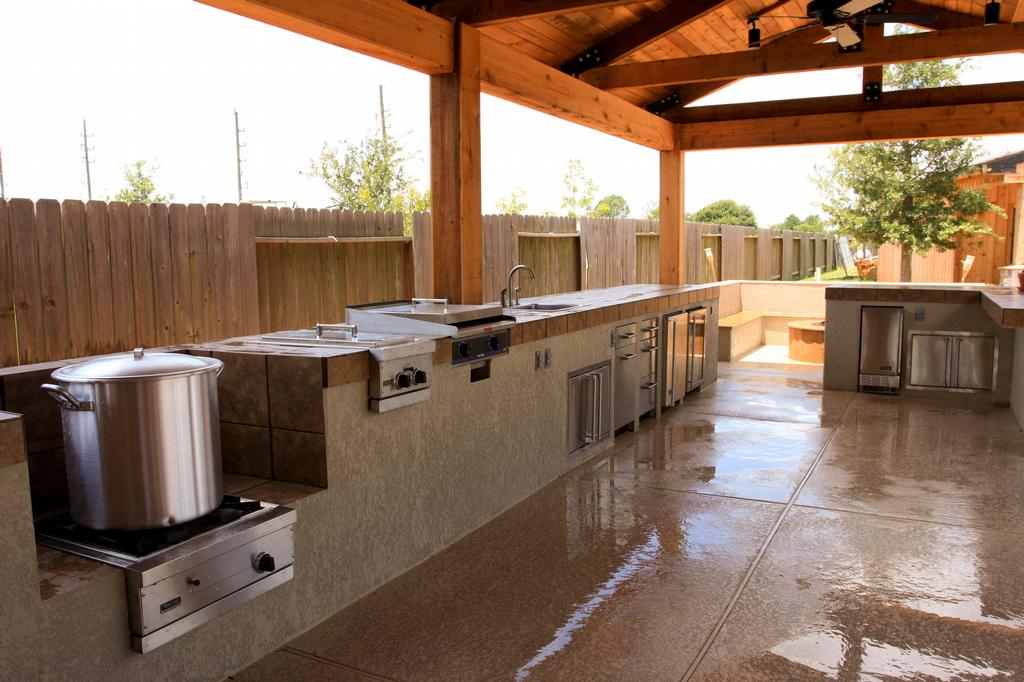 Pictures for richards total backyard solutions in houston for Outdoor kitchen designs houston