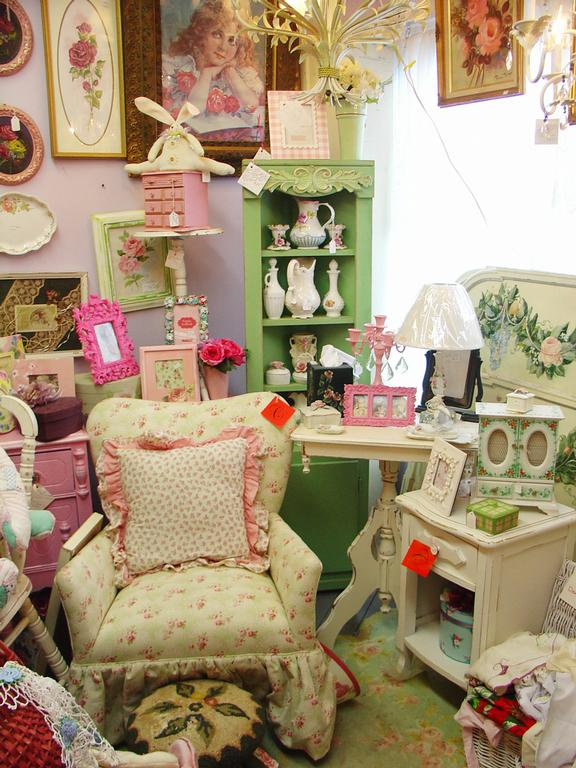 Vintage home decor store moves to new location in downtown Duluth