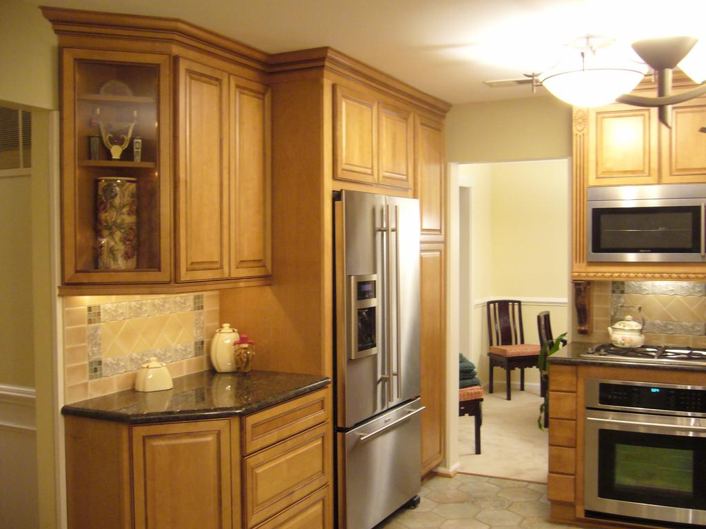 Pictures for golden interiors inc in fairfax va 22030 for Maple cabinets