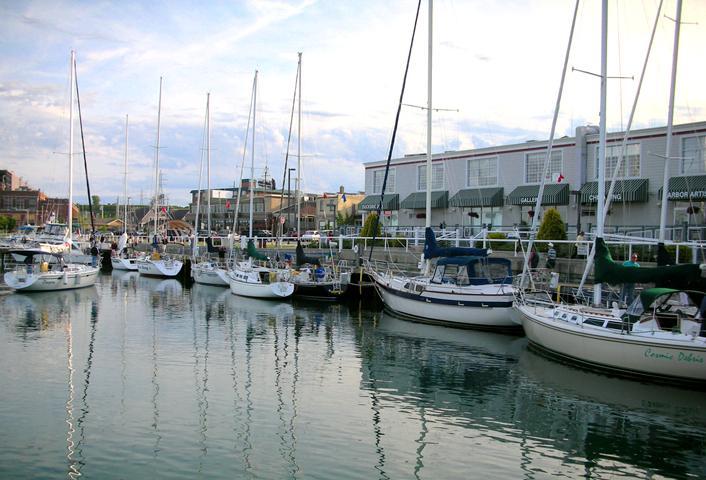 Port washington wi marina from dockside deli in port for Port washington wi