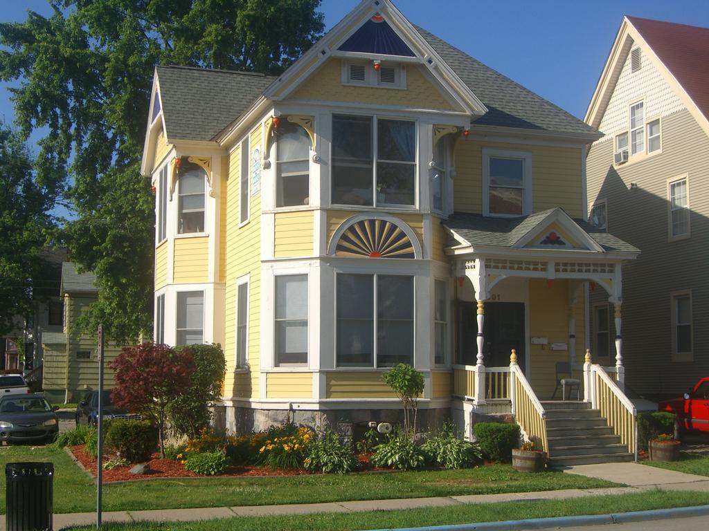 Barnes & Barnes Apartments - Ypsilanti MI 48197 | 734-480-7400