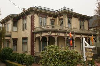 Collingwood Inn - Bed & Breakfast - Ferndale, CA
