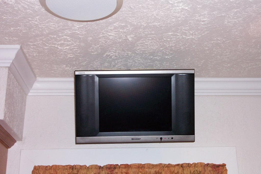 Beautiful Retrofit 15u0027u0027 HD TV In Kitchen On Articulating Arm Mount / This Install Was  Over The Window On An Outside Wall But Gave The Client The Best Viewing  Angle ...