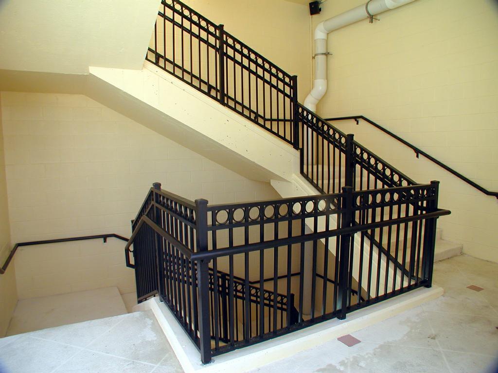 Aluminum stair railings4 bg from vision metal works llc in for Balcony pop design