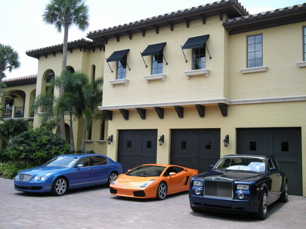 Rental Car Deals in Orlando, Florida. The city of Orlando, Florida is one of America's premier family vacation destinations, and Payless Car Rental at the Orlando International Airport can set you up with the perfect discount rental car to help make the most of your stay.