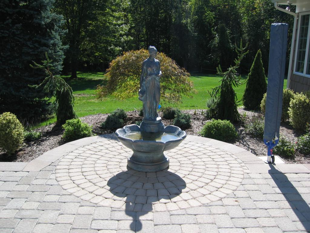 Paver Patio With Fountain And Circle Kit From Parker