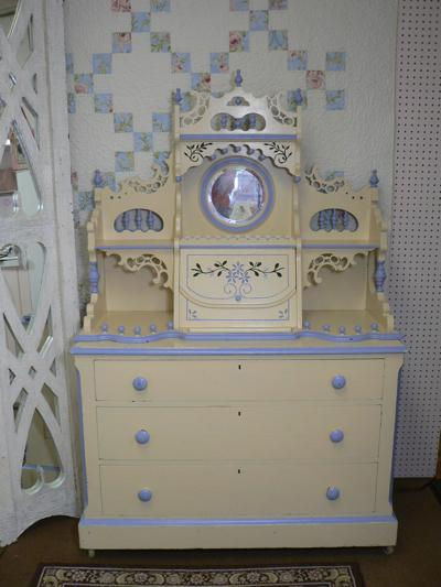 Furniture Shops Essex on Jpg Provided By Pink Pig Antiques   Cottage Decor Essex  Ny 12936