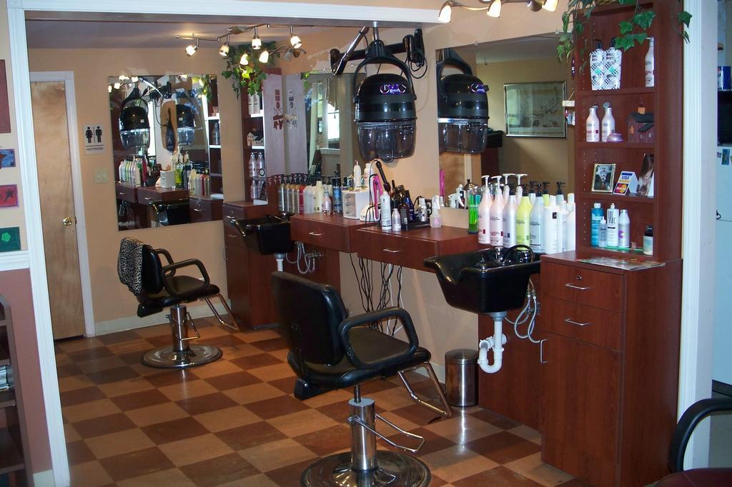Attitudes salon south berwick me 03908 207 384 2989 for A new attitude salon