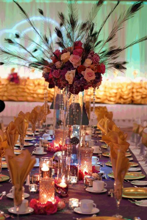 Family table centerpieces with peacock feathers.jpg provided by HAWAII WEDDINGS AND EVENTS Honolulu 96825