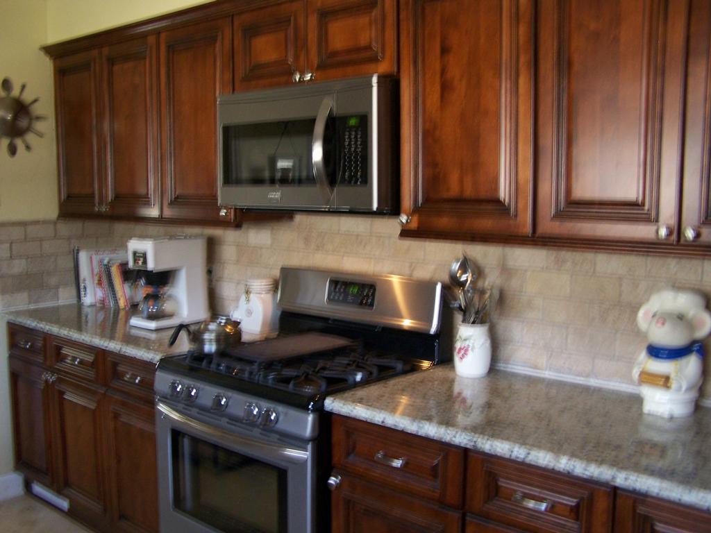 Brandywine cabinets with raised panel from kitchen for Brandywine kitchen cabinets