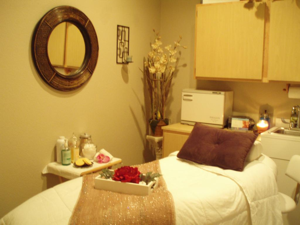 Photos of Facial Rooms http://www.merchantcircle.com/business/Sundance.Spa.And.Salon.at.the.Grace.Inn.480-893-0300/picture/view/2393310