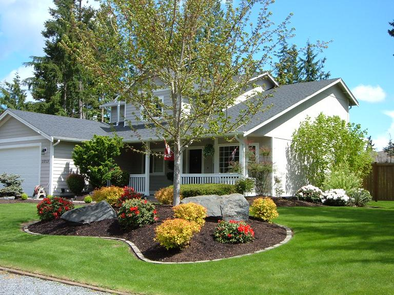 Front Yard Landscaping Design With Mulch