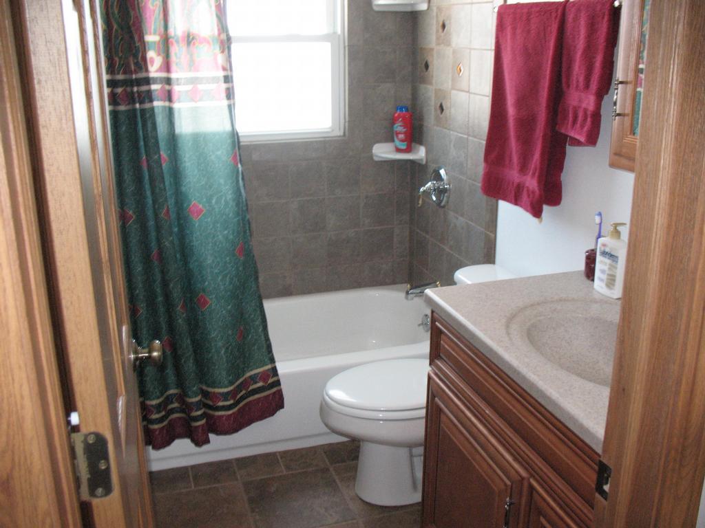 Pro tech renovations llc milwaukee wi 53221 414 282 5000 for Bathroom remodel milwaukee