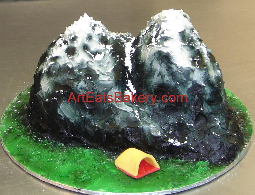 Custom 3D mountain with snow Groomu0027s cake and fondant tent.jpg & Custom 3D mountain with snow Groomu0027s cake and fondant tent.jpg ...