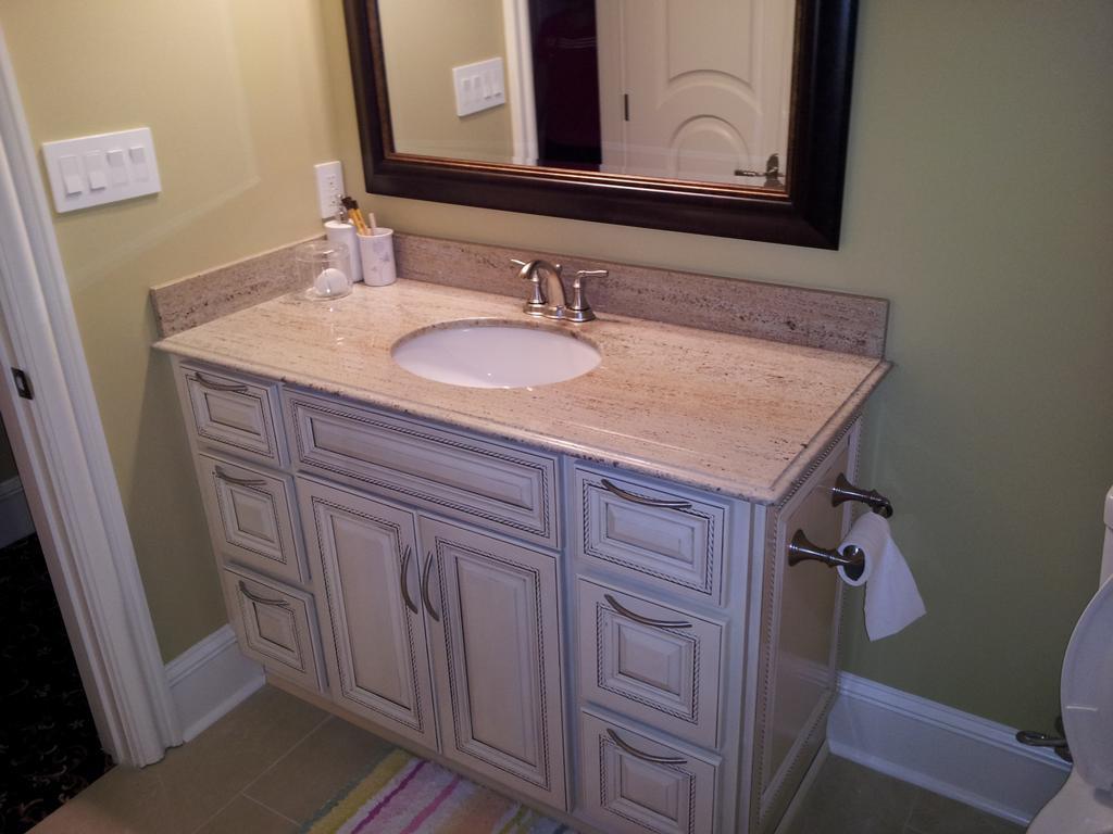 Antique White Glazed Bathroom Vanity Amber White Granite Countertop from Fren