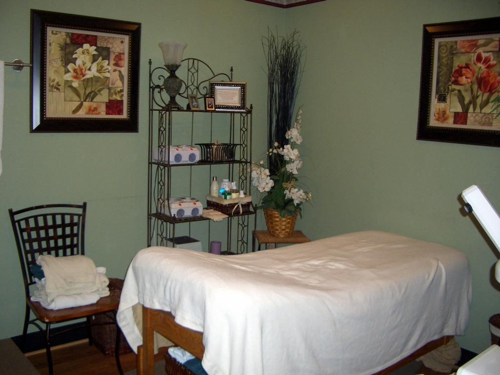 Photos of Facial Rooms http://www.merchantcircle.com/business/Hey.Beautiful.Day.Spa.and.Salon.318-741-9229/picture/view/1462625