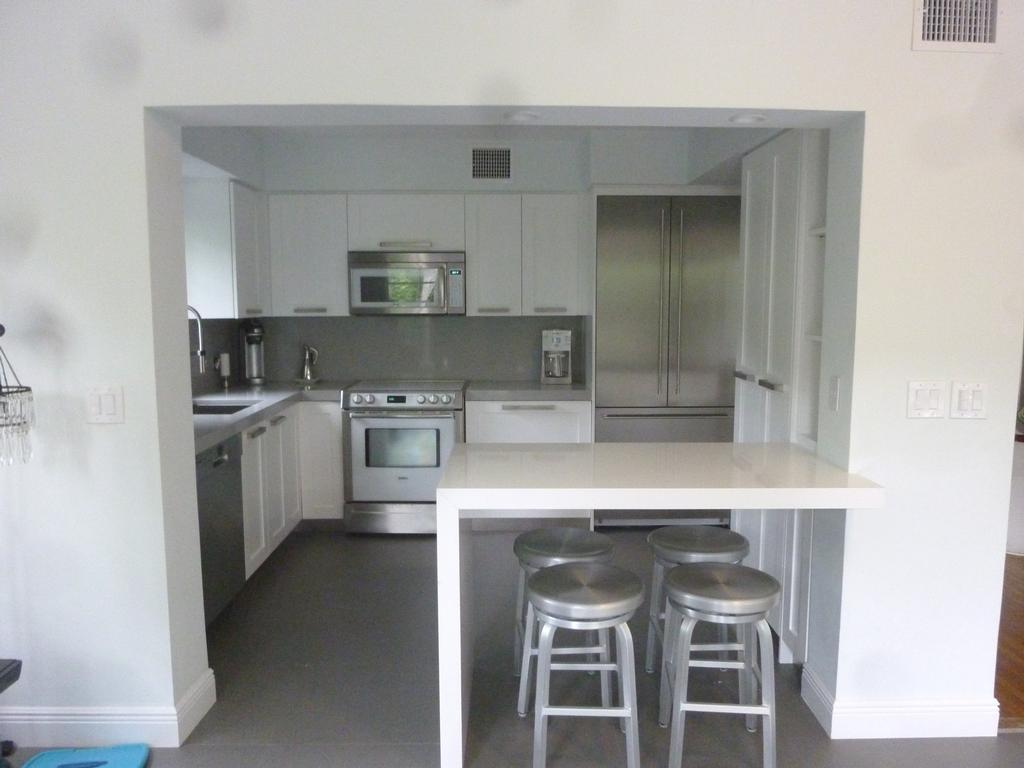 Pictures for kitchen cabinets cabinet refacing by visions for Refacing kitchen cabinets miami