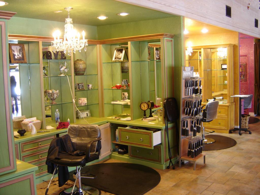 Paris salon day spa tampa fl 33629 813 835 7275 for Salon spa paris