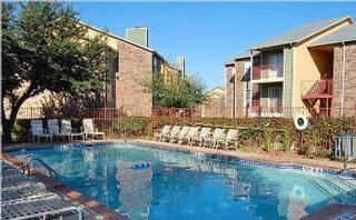 Villas At Montierra - Dallas, TX