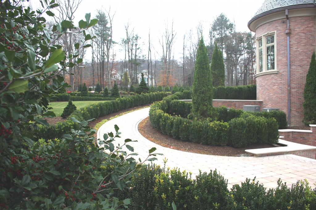 Formal landscaping and garden design 15 by hickory hollow for Garden home design ltd