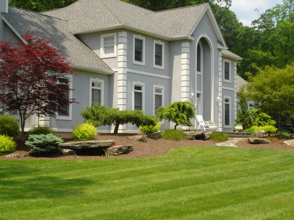 Hickory hollow nursery and garden center tuxedo park ny for Front lawn landscaping