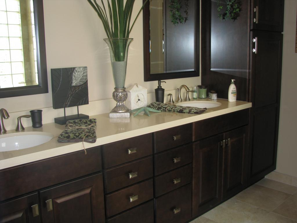 Espresso cabinets bathroom for Espresso bathroom ideas