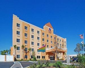 Comfort Suites Near Raymond James Stadium - Tampa, FL