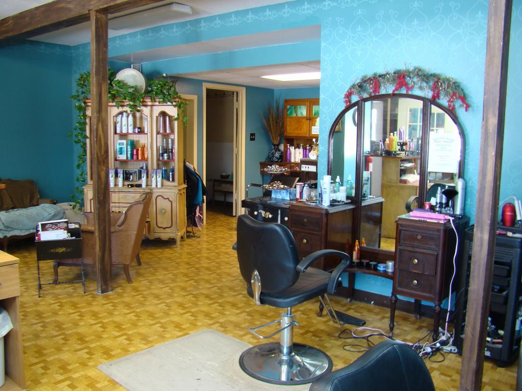 Off the edge hair studio hair salon oak grove mo 64075 for Edge hair salon