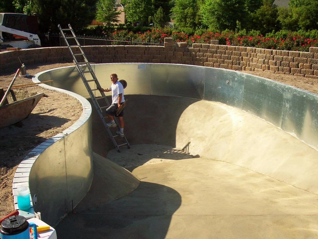 Inground pool wall from custom concrete construction for Inground swimming pool contractors