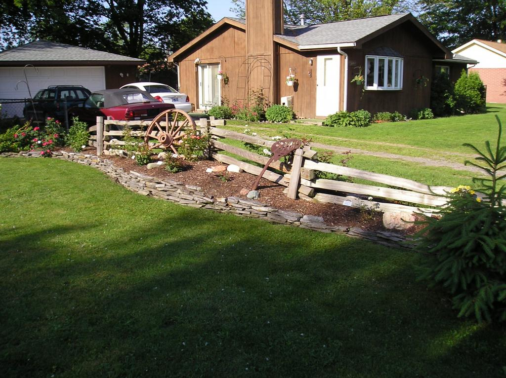 Flower Bed Fencing : Pictures for Wolff & Sons Construction in Ypsilanti, MI 48197
