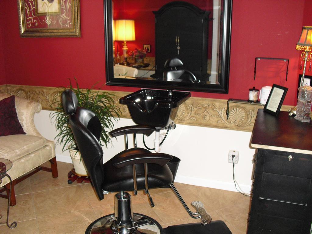 1000 images about salon ideas on pinterest home salon for How to make a beauty salon at home