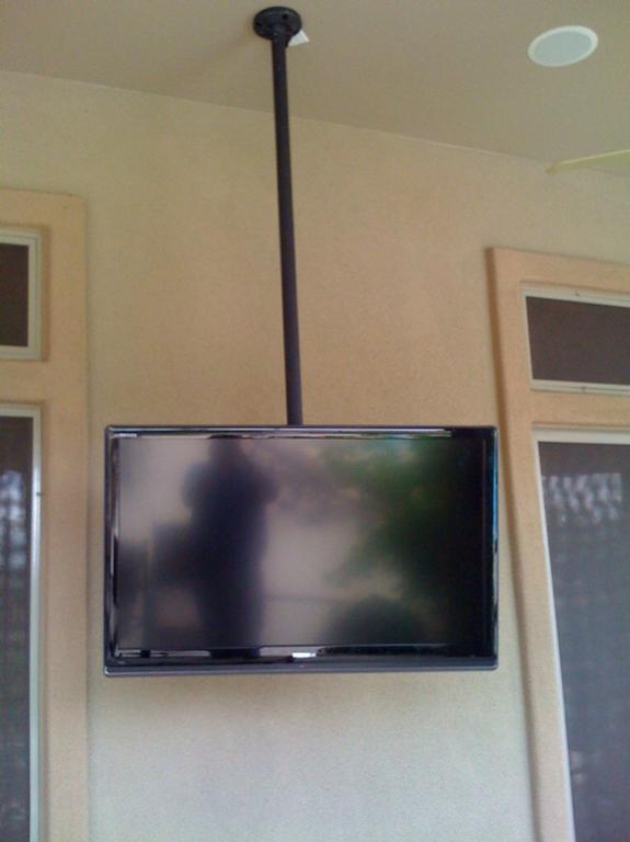 Patio Tv On 360 Degree Pole Mount In Ceiling Speakers
