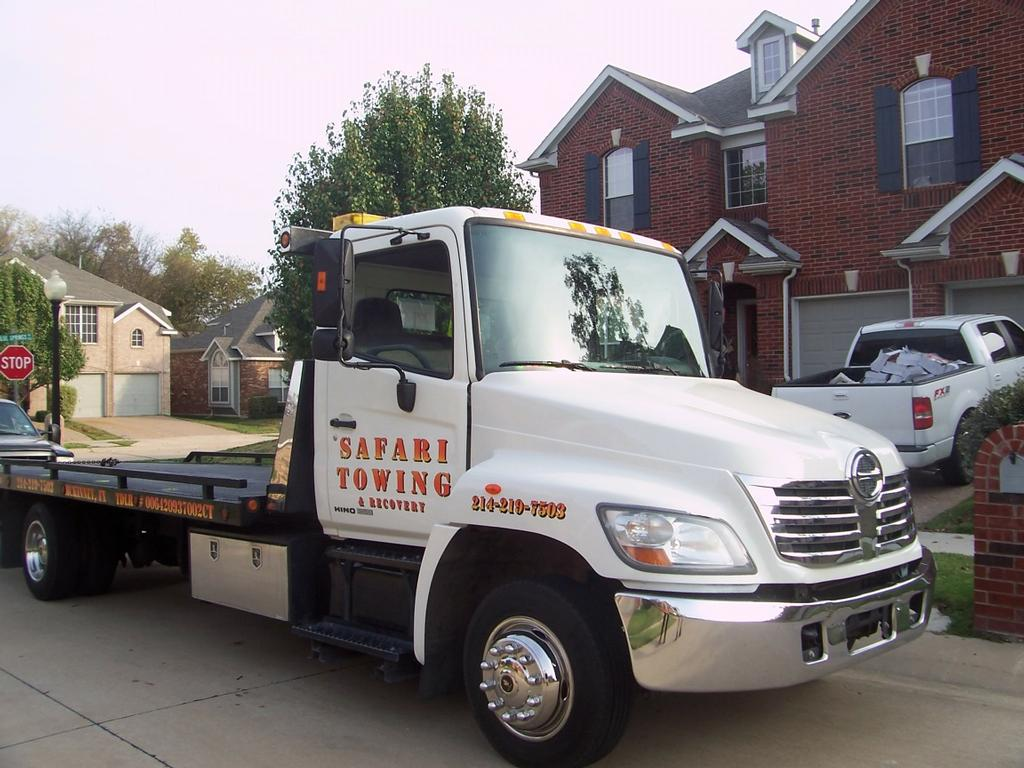 hino011[1].jpg by Safari Towing and Road Side Service