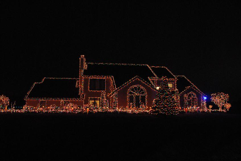 Colorful Christmas Lights On House.Clear Or Multi Color Christmas Tree Lights How About Both