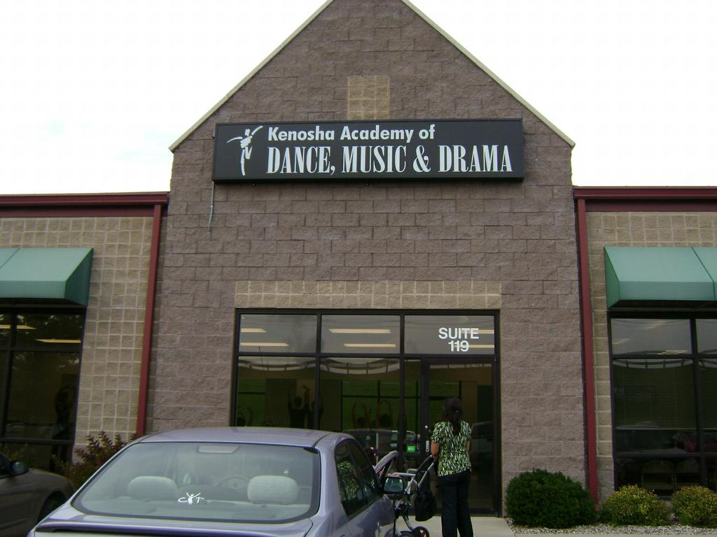 Kenosha academy of dance music drama kenosha wi 53142 for 4 estrellas salon kenosha wi