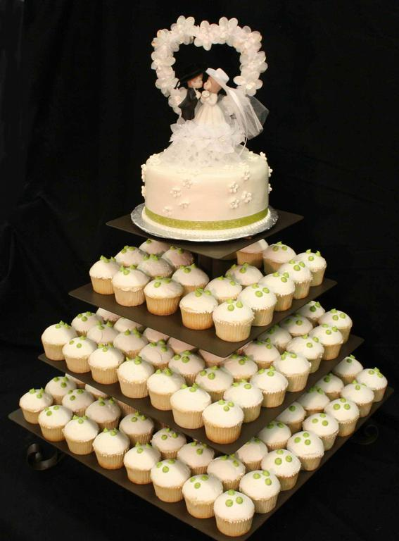 Bánh cưới cupcake 1