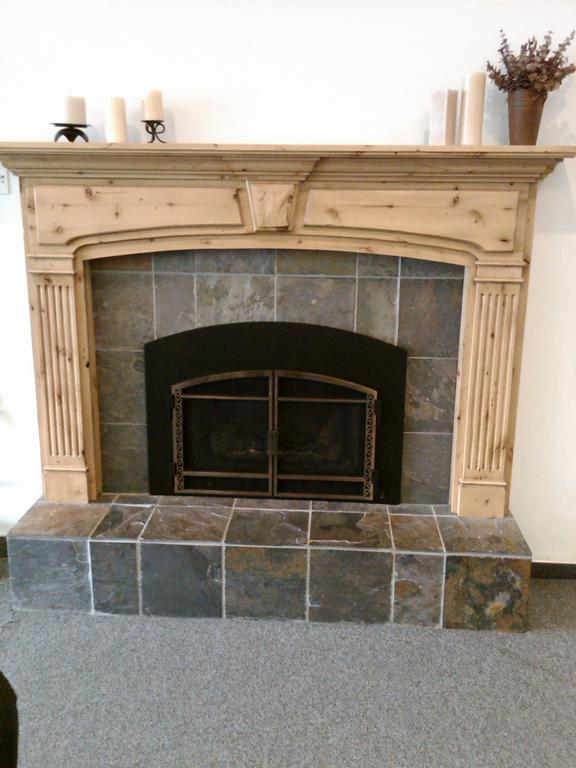 Fireplace Mantel with Tile Insert 576 x 768