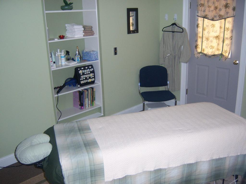 Peace at hand therapeutic massage enfield ct 06082 860 for A salon enfield ct