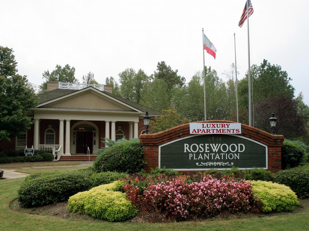 Rosewood plantation luxury apartment homes norcross ga for Rosewood home