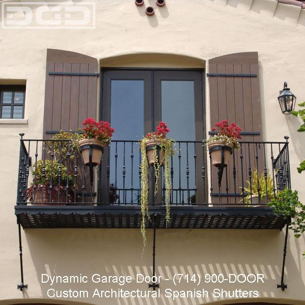 Balcony doors adorned with custom dynamic garage door for Balcony in spanish