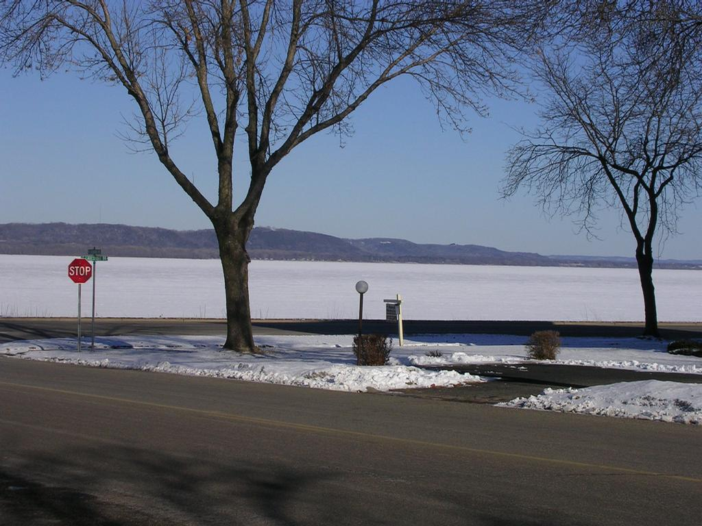 Riverview guesthouse vacation rental lake city mn 55041 for Lake pepin cabin rentals