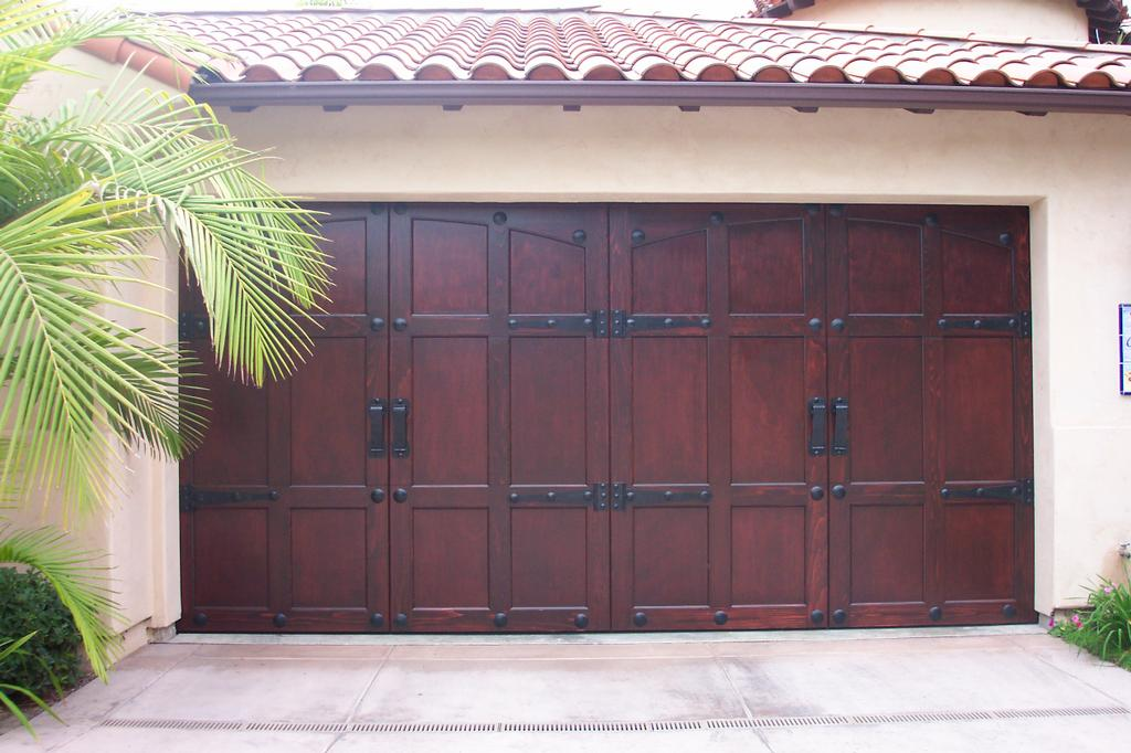 Gilbert garage door repair from arizona garage doors and for Beautiful garage doors