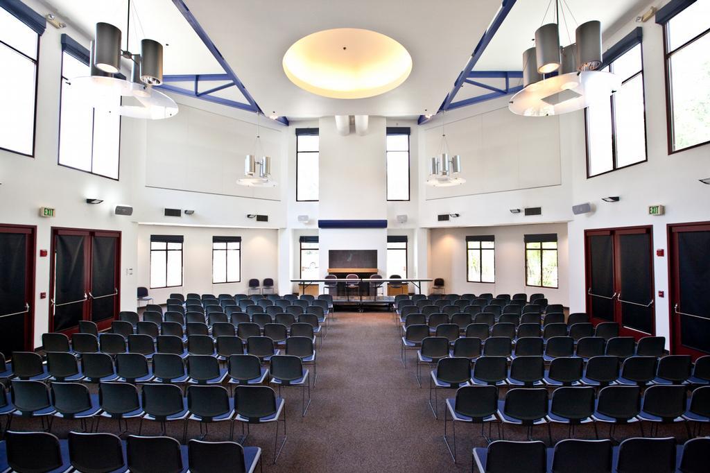 Uc Davis Alumni Center Conference Room