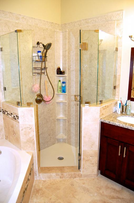 Miami bath remodeling travertine and acrylic for Bathroom remodeling miami